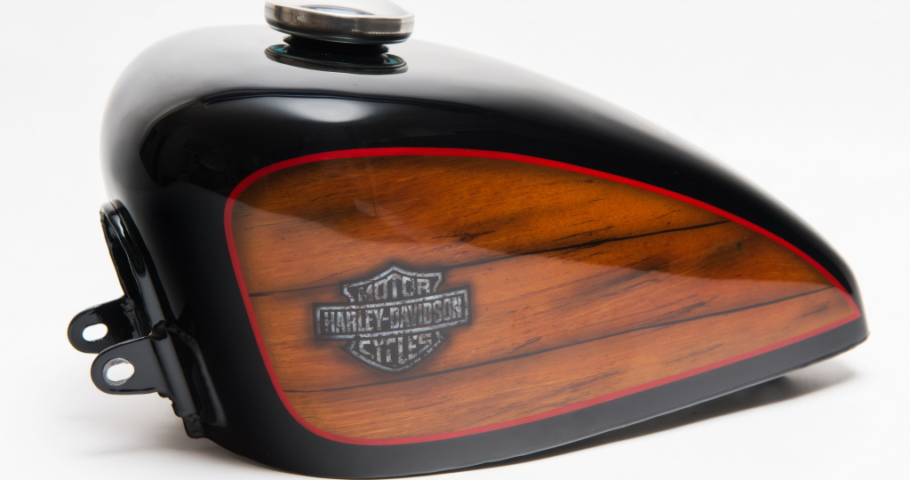 Harley Davidson, Airbrush, Custom Bike Tank, Holzoptik, Skull Ace, Preussler Radstadt, Österreich