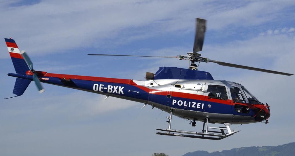 Glanz-Lackierung Polizei-Hubschrauber Ecureuil OE-BXK, Kfz-Fachbetrieb Preussler in Radstadt, Österreich